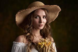 Фотографии Красивая Шляпы Шатенки Волос Смотрит Max Fawn, Katya Halpert девушка