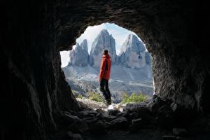 Фото Гора Мужчины Туннель Турист Пещера Природа