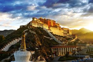 Обои Горы Рассветы и закаты Китай Дворца Lhasa city город