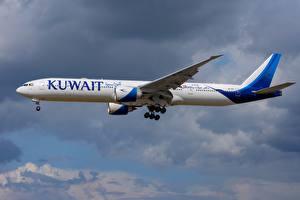 Фото Пассажирские Самолеты Boeing Сбоку 777-300ER Kuwait Airways