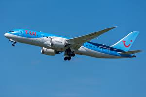 Картинки Пассажирские Самолеты Boeing Сбоку TUI Airlines 787-8
