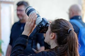 Обои Фотограф Фотокамера Шатенки Волос Серег Рука девушка