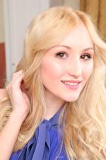 Обои Rachelle Summers Блондинка Смотрят Улыбка Волосы девушка