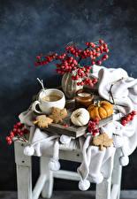 Фото Натюрморт Кофе Ягоды Свечи Тыква Печенье Чашке Ветка Еда