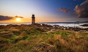 Картинки Рассвет и закат Берег Маяки Испания Солнца Galicia Природа