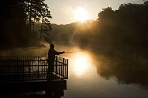 Фотографии Рассвет и закат Речка Ловля рыбы Мужчины Тумане