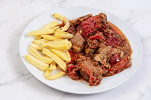 Картинки Вторые блюда Картофель фри Мясные продукты Тарелка Продукты питания