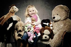 Фото Игрушка Мишки Девочка Счастье Куклы Дети