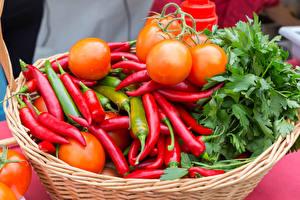 Обои для рабочего стола Овощи Острый перец чили Помидоры Корзина Пища