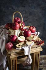Фото Яблоки Рябина Корзины Разделочная доска На ветке Пища