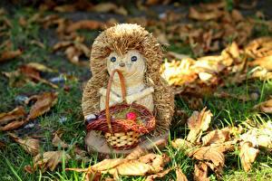 Картинки Осенние Игрушка Ежики Траве Лист Корзинка