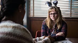 Фотография Bunnygirl Милая Сидит Очков 2017 I Kill Giants, Madison Wolfe, Barbara Thorson Девушки