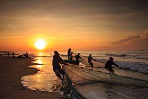 Фотографии Побережье Рассвет и закат Азиатка Волны Ловля рыбы Работа