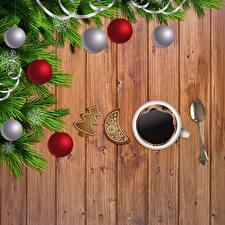 Картинки Кофе Новый год Чашка Ложка Шарики Ветки Шаблон поздравительной открытки Доски