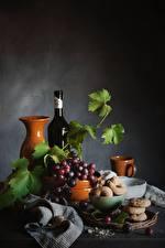 Фотографии Виноград Натюрморт Бутылки Кувшины Лист Еда