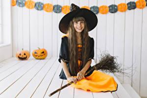 Фотографии Хэллоуин Тыква Ведьма Девочки Шляпы Улыбка Взгляд Сидящие Дети