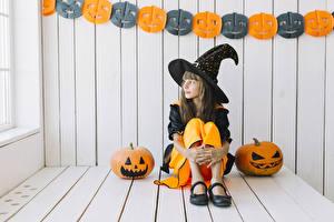 Фотография Хэллоуин Тыква Ведьма Девочки Сидит Униформа Шляпе Дети