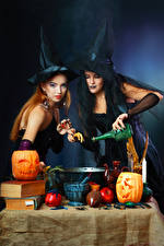 Картинка Хэллоуин Тыква Ведьма Двое Шляпе Рука Бутылка Девушки