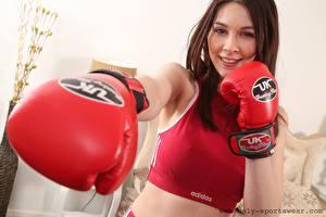 Обои Lauren Chelsea Бокс Шатенка Смотрит Улыбка Удар Руки Перчатках Девушки