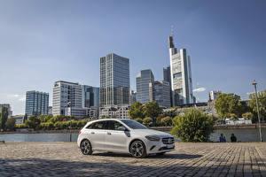 Обои Mercedes-Benz Белый Гибридный автомобиль 2019 B 250 e Worldwide автомобиль