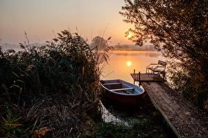 Картинка Утро Рассветы и закаты Озеро Лодки Природа
