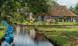 Фотография Голландия Дома Причалы Лодки Водный канал Giethoorn Overijssel Города