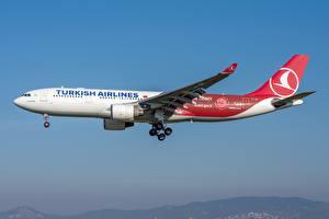 Фото Пассажирские Самолеты Эйрбас Сбоку A330-200 Turkish Airlines