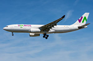 Обои Пассажирские Самолеты Эйрбас Сбоку A330-200 Wamos Air Авиация