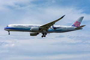 Картинки Пассажирские Самолеты Airbus Сбоку A350-900 China Airlines