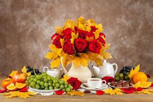 Фотография Роза Осенние Натюрморт Виноград Вазы Лист Цветы Еда