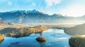 Картинки Словения Рассвет и закат Горы Остров Пейзаж Тумане Сверху Lake Bled Природа