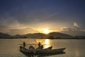 Фото Рассветы и закаты Лодки Ловля рыбы Азиатки Природа