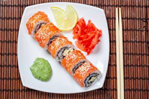 Фотографии Суши Лимоны Рыба Тарелка Палочки для еды Еда