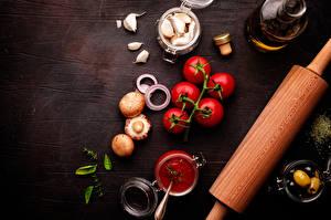 Фотографии Помидоры Грибы Чеснок Оливки Специи Шампиньоны двуспоровые Кетчуп Еда