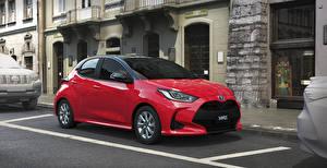 Картинки Toyota Красные Металлик Гибридный автомобиль 2020 Yaris Hybrid