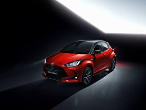 Фотографии Toyota Красная Гибридный автомобиль 2020 Yaris Hybrid Worldwide