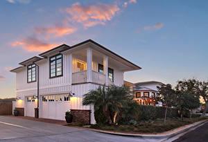Обои США Здания Вечер Особняк Гараж Уличные фонари Newport Beach город