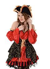 Обои для рабочего стола Viola O Bailey Пираты Шатенки Шляпе Белый фон Милые Девушки