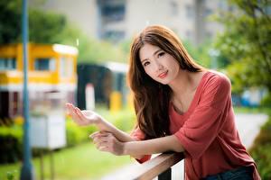 Фото Азиатка Боке Руки Шатенка Милые молодая женщина