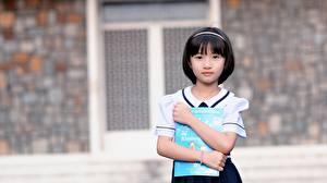 Фотографии Азиатки Брюнеток Боке Руки Взгляд Девочки Ученица Дети