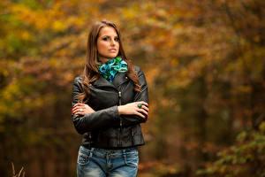 Фото Осень Боке Шатенка Взгляд Куртка Девушки