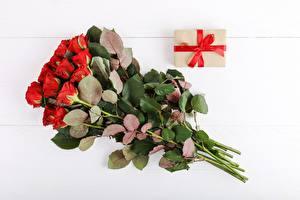 Картинки Букеты Розы Белым фоном Подарок Цветы