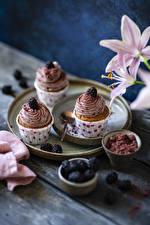 Фото Пирожное Ежевика Капкейк кекс Доски Три Продукты питания