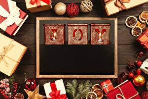 Фото Новый год Подарок Английская Бантики Шарики JOY