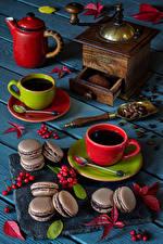 Фотографии Кофе Доски Чашке Макарон Шиповник плоды Зерна Листва Пища