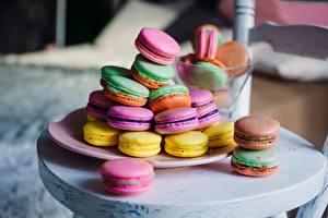 Фото Печенье Макарон Тарелке Разноцветные Пища
