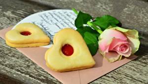 Обои Печенье Розы День святого Валентина Сердце Письмо Еда картинки