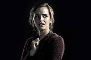 Фотографии Emma Watson На черном фоне Испуг Regression Знаменитости Девушки