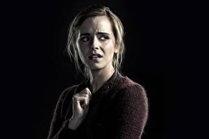 Фотографии Emma Watson На черном фоне Испуг Regression Знаменитости Фильмы Девушки
