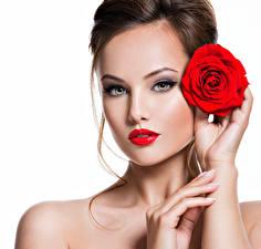 Картинка Пальцы Розы Белом фоне Шатенки Лицо Красными губами Красивые Модель Девушки